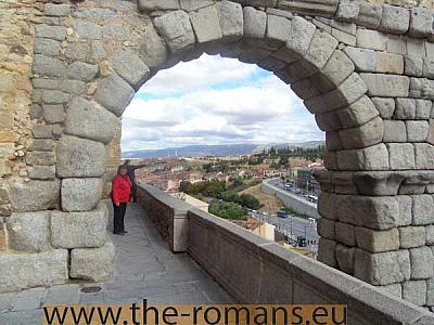 Last arch of the aqueduct before entering the walls
